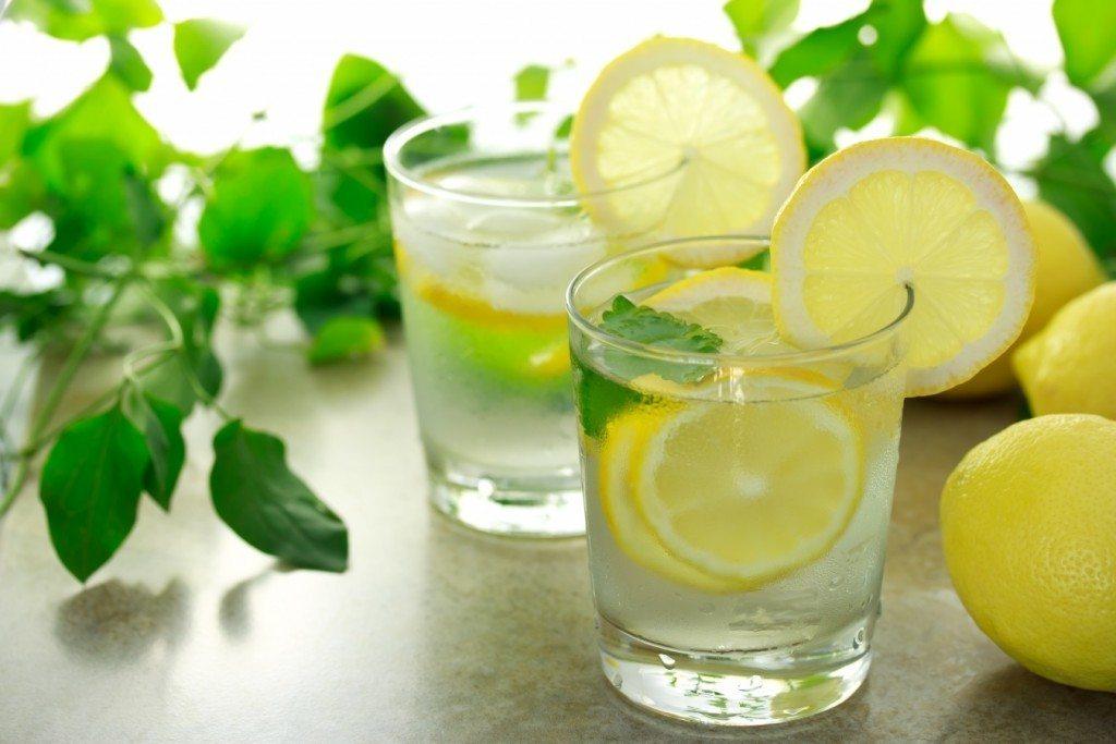 5 iemesli, kāpēc katru rītu vajadzētu dzert ūdeni ar citronu