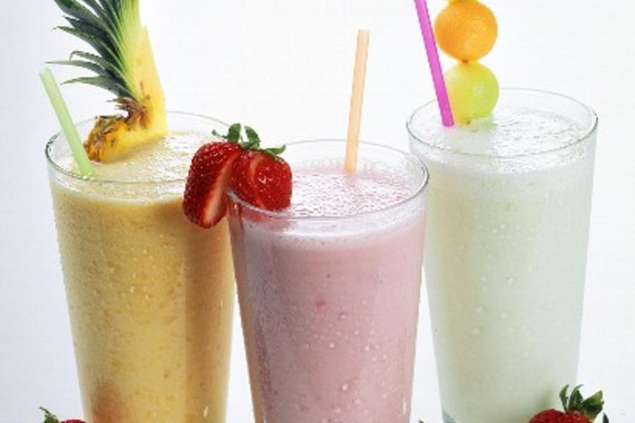 Vasaru sagaidot! Augļu-piena kokteilis
