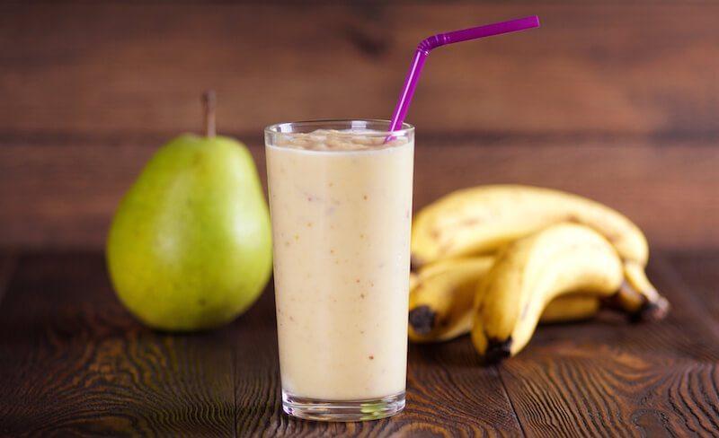 Fantastiski gardais un veselīgais banānu-bumbieru smūtijs