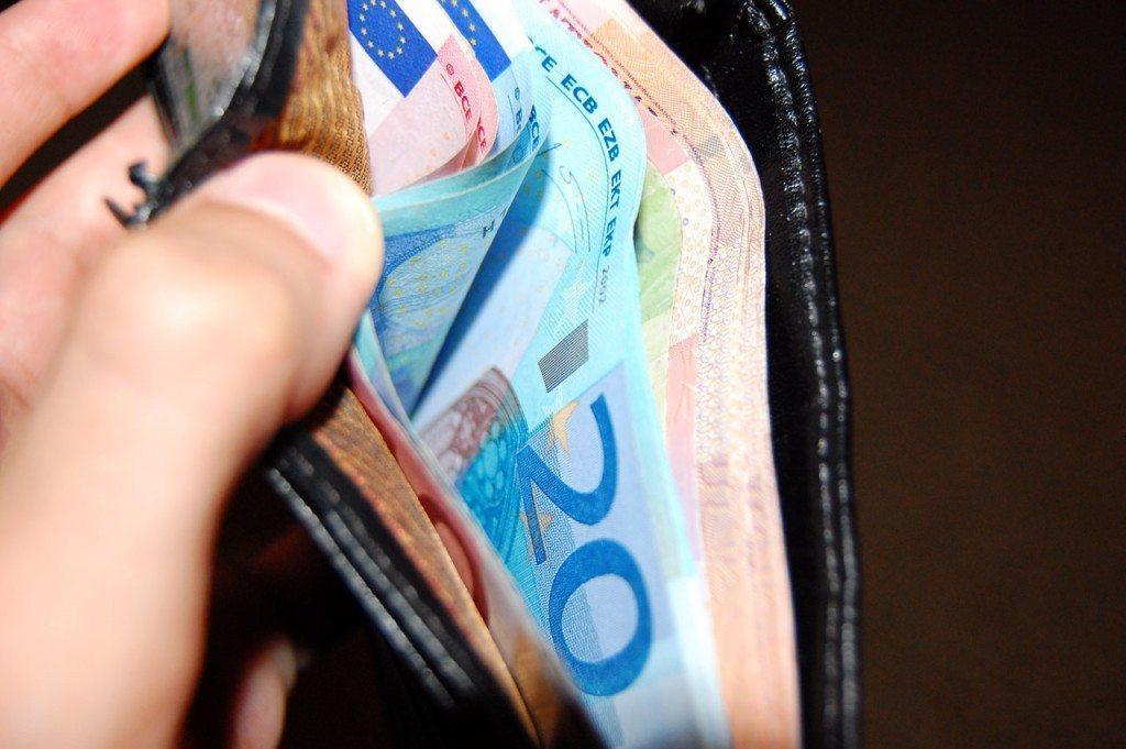 Money-in-wallet1397