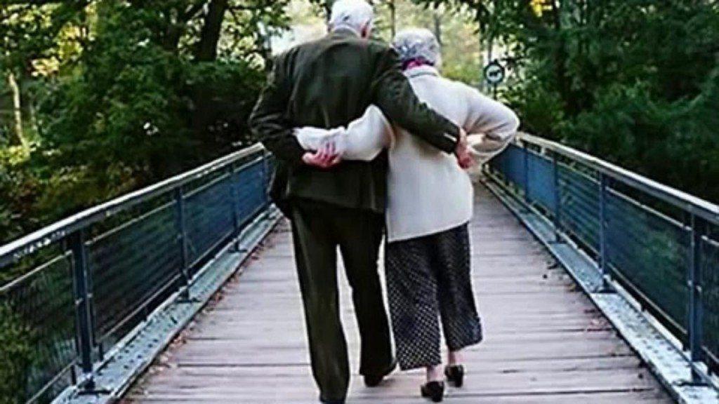 92 gadus veca norvēģiete aizbēgusi no pansionāta kopā ar mīļāko