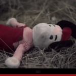 Video ar neparedzamām beigām: Tēvs izmeta viņas lelli mežā un aizbrauca... 1