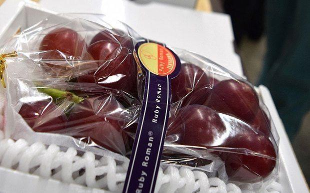 Kāds tikko samaksāja 5000 mārciņas par vīnogu ķekaru! 1