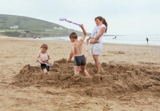 Latviete pludmalē iesit krievu bērnam! Kā ir patiesībā - nacisma uzliesmojums vai uzpūsta provokācija?