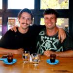 Vīrietis plāno dzert kafiju kopā ar katru no saviem 1000 Facebook draugiem 2