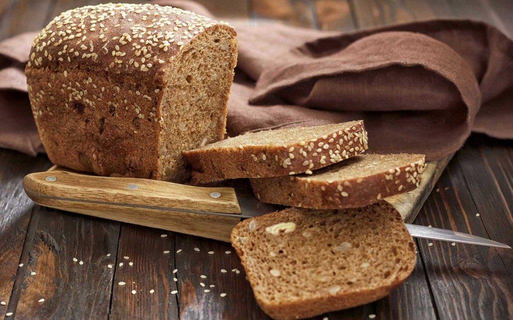 Ķiploku maize ar sēnēm un sieru