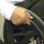 Viņa apprecēja puisi ratiņkrēslā, bet kāzās viņa saņēma necerētu pārsteigumu (video) 2