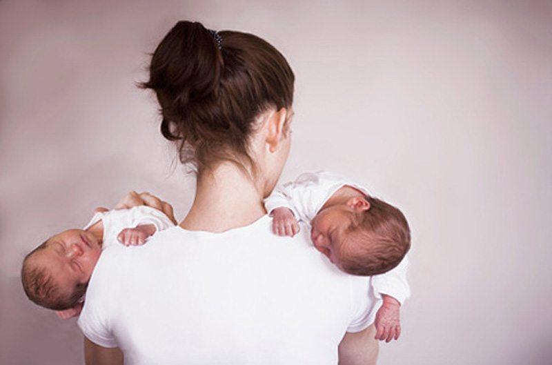 Māte saviem dvīņiem uztaisīja paternitātes testu. Rezultāts visus šokēja!