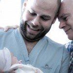Aizkustinošie mirkļi: Tēti pirmo reizi ierauga savus jaundzimušos 3