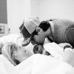 Aizkustinošie mirkļi: Tēti pirmo reizi ierauga savus jaundzimušos 4
