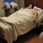 Absurds: Savos 24 viņa sver 300 kg, bet vīrs nevēlas, lai viņa notievē 2