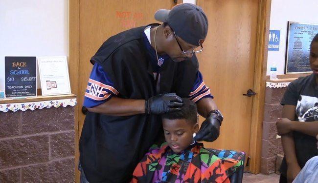 Šis frizieris bērniem griež matus pilnīgi bez maksas, bet ar vienu noteikumu 1
