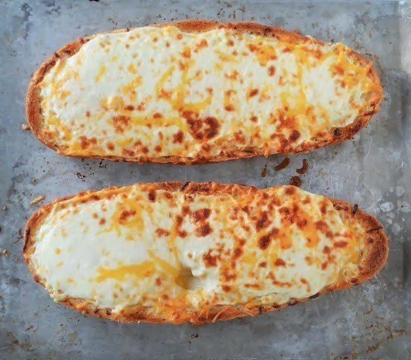 Pagatavo ķiploku maizi ar sieru
