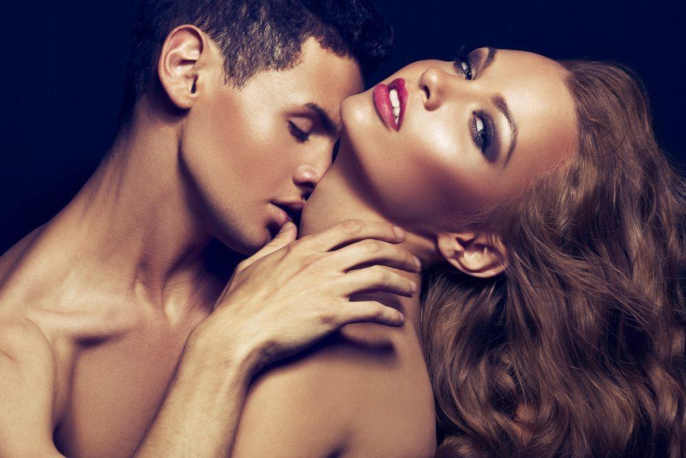 Skūpstīt kaklu, ceļgalus, vai vēderu? Erogēno zonu horoskops visām zodiaka zīmēm