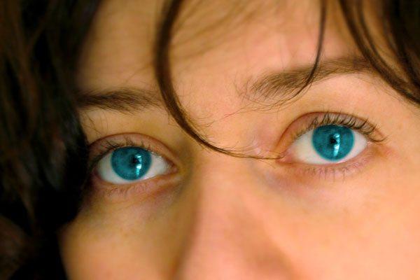 acu krāsas raksturojums
