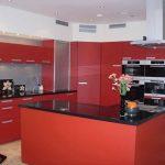 Sarkana krāsa virtuvē - pikants interjera risinājums 3