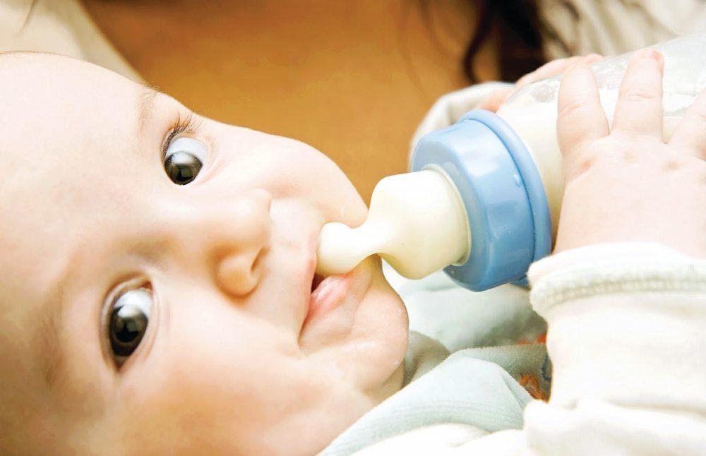 Kādas ir priekšrocības barošanai ar mākslīgo piena aizvietotāju