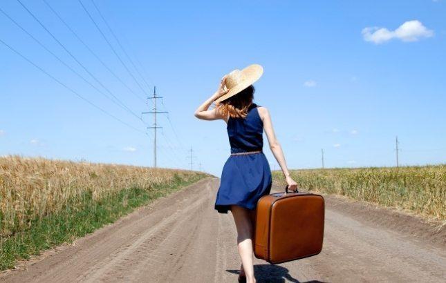 ceļot un pelnīt
