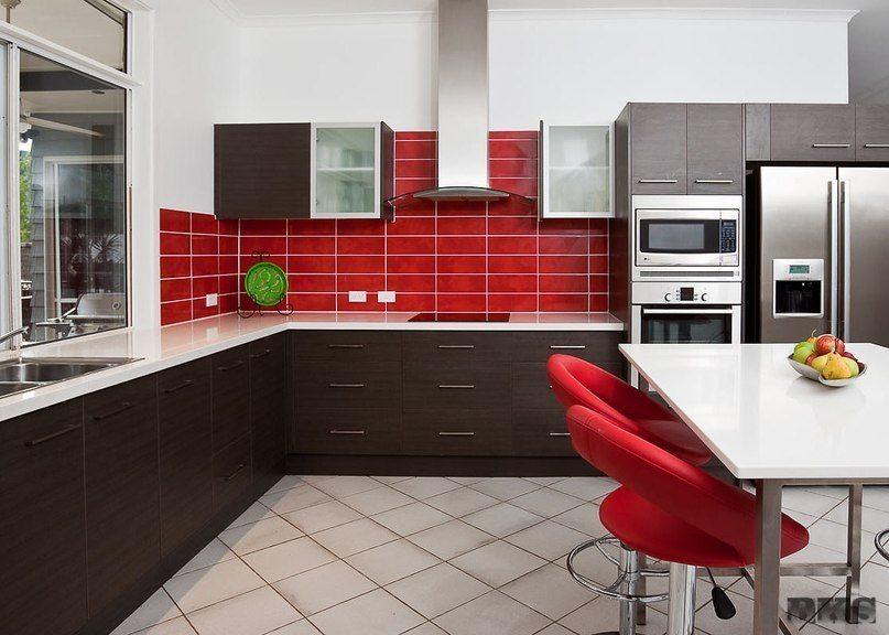 Sarkana krāsa virtuvē - pikants interjera risinājums 7