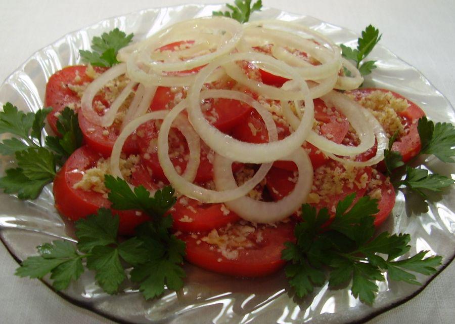 salat-z-pomidoriv-z-gorihami