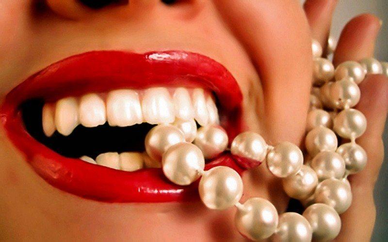 Kā mājas apstākļos pareizi balināt zobus