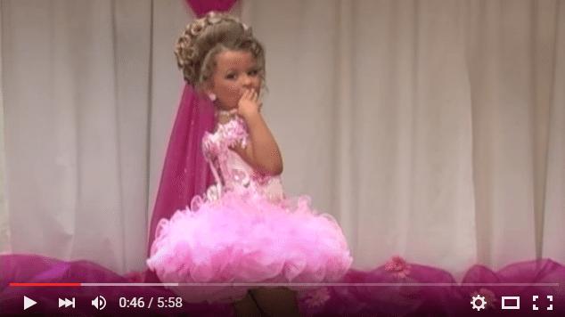 Ko tu domā par mazo meiteņu skaistuma šovu ''DZĪVĀS LELLES''? Ieskats!