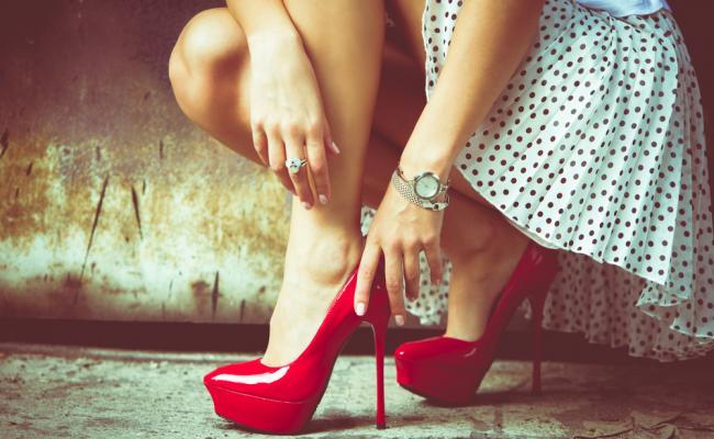 Vīrieši daudz labprātāk palīdz sievietēm augstpapēžu kurpēs 1