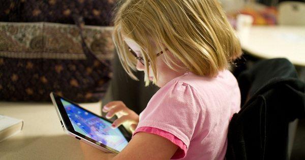 Vecāki, ņemiet vērā! Mūsdienu tehnoloģiju lietošana var radīt neparedzamas sekas mūsu bērniem 1