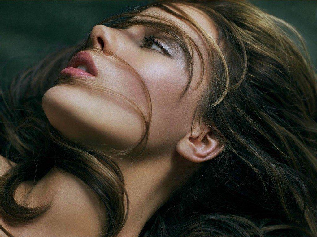 Astoņi efektīvi risinājumi kā atbrīvoties no matiņiem uz sejas