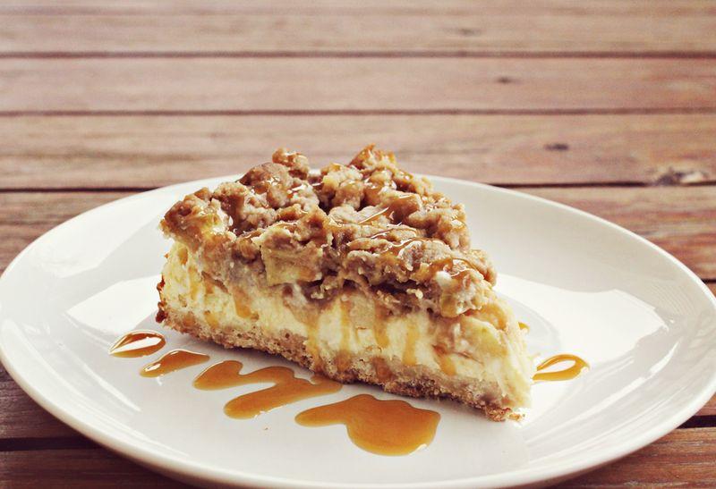Siera kūka ar karamelizētiem āboliem! Gardi!