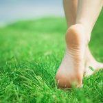 Viņa iemērca savas pēdas baltā šķidrumā. Rezultāts pārsteidza pat visdrosmīgākās vēlmes! 1