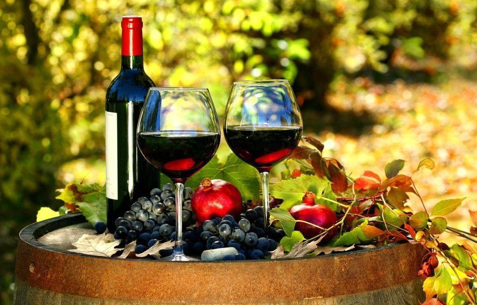 137559__wine-red-wine-glasses-bottles-barrels-grapes-pomegranates-leaves-autumn_p