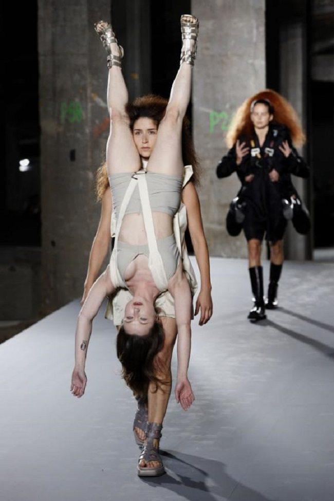 Modes dizaineri nebeidz vien pārsteigt. Bet šis jau nu gan bija nedaudz par traku 3