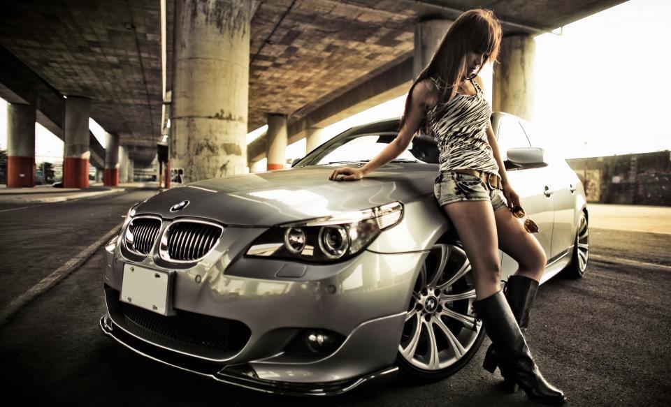 Beibe pie stūres? Ko par sievieti liecina viņas mašīna!
