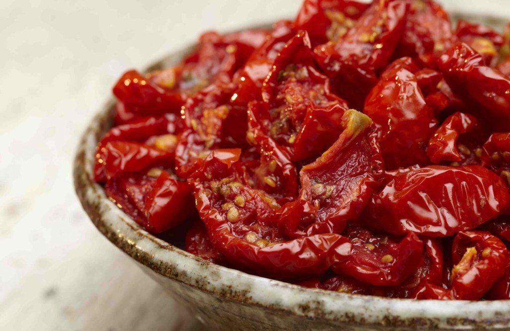 MA020-yItalian-Semi-Dried-Tomatoes-in-Oil-1-1024x664