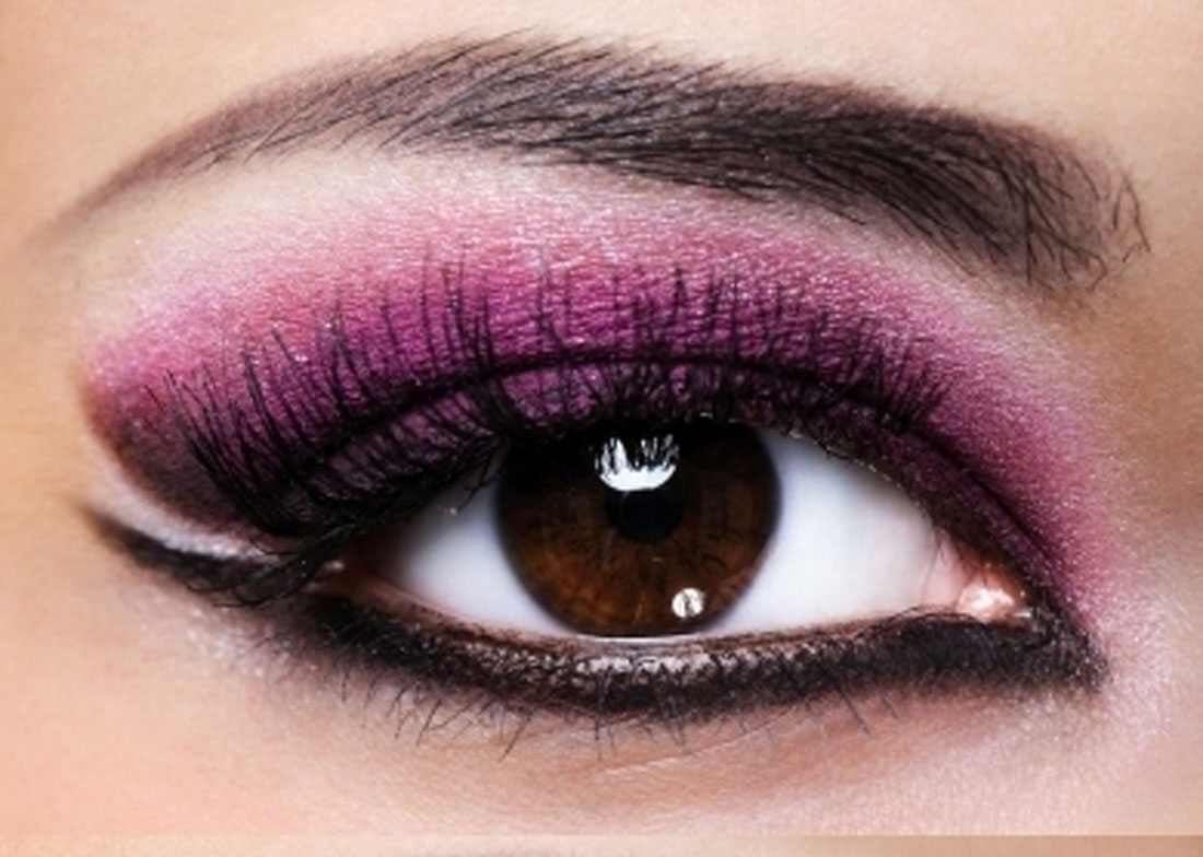 Smokey-Eye-Makeup-with-Purple-and-Black-Color