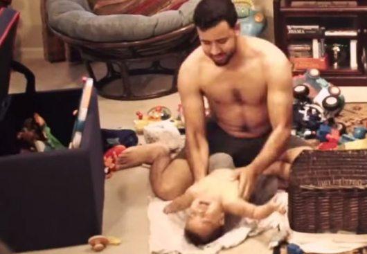 Kamera māmiņai parāda visu, ko tēvs vienatnē dara ar abu dēlēnu. Vai viņa bija šokā? 2