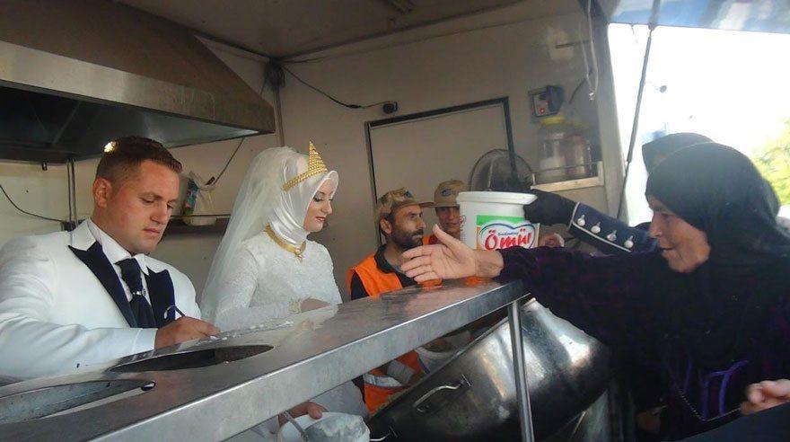 bride-groom-feed-refugees-wedding-3