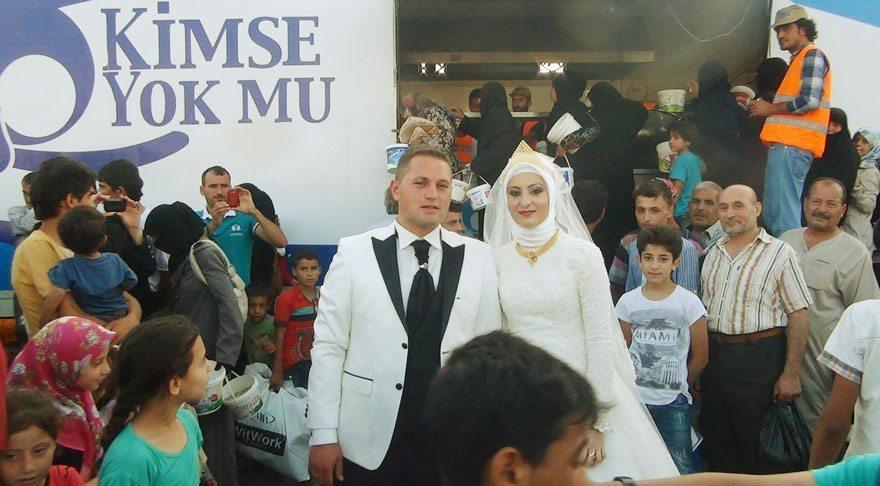 bride-groom-feed-refugees-wedding-4