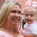 Šī divgadīgā meitenīte ar dauna sindromu ir ļoti populāra bērnu modele 6