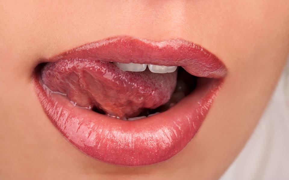 Kā likt lūpām izskatīties lielākām tikai 5 minūtēs