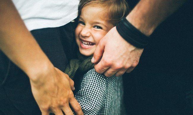 Pavisam vienkāršs veids kā bērnam iemācīt nepārtraukt pieaugušo sarunu