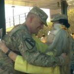 12 gadus lidostā kāda kundze apskāva visus kareivjus. Kādu dienu viņas tur nebija... 1