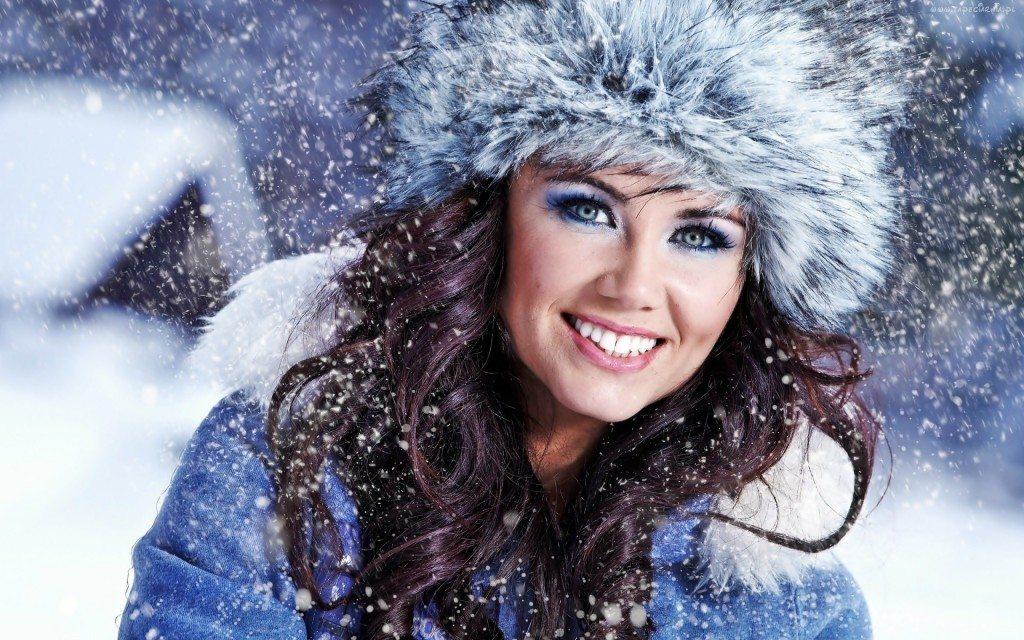 222451_kobieta_modelka_zima_snieg