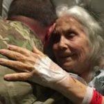 12 gadus lidostā kāda kundze apskāva visus kareivjus. Kādu dienu viņas tur nebija... 3