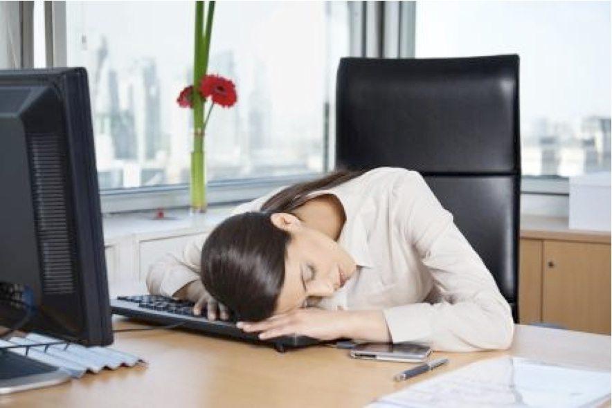 Pamēģini! 5 veidi, kā pārvarēt miegainību pēc pusdienām