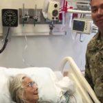 12 gadus lidostā kāda kundze apskāva visus kareivjus. Kādu dienu viņas tur nebija... 4