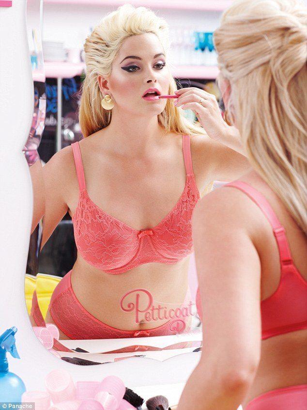 10 padomi pašapziņas celšanai no modelēm, kuras demonstrē lielo izmēru apģērbu 6