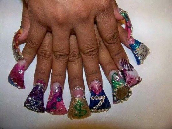 horrible-fan-nails-01-550x412