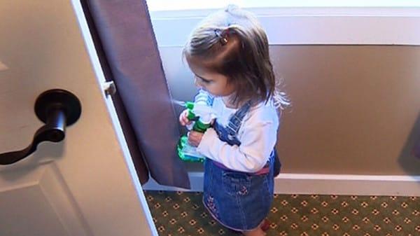 Tēvs meitai aptiekā nopirka unikālu līdzekli. Tagad vecāki no visas pasaules meklē ko tādu 2